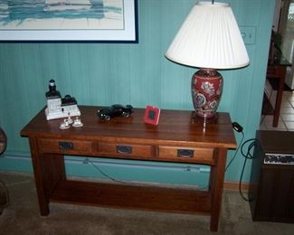 CHERRY SOFA TABLE, LAMP & SMALLS