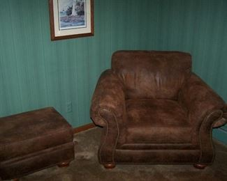 ANOTHER BROYHILL LEATHER ARMCHAIR & OTTOMAN