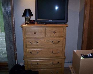 OAK CHEST, LAMP & OLDER TV