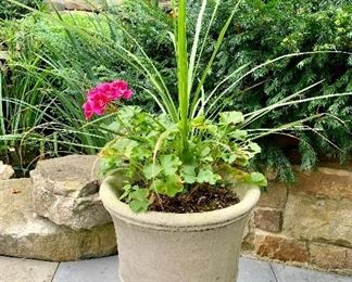 Williamsburg concrete planters  (10 available)