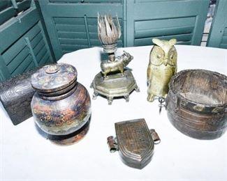 89. Grouping of Decorative Metallic Items