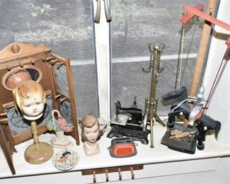 138. Grouping of Vintage Novelty Items