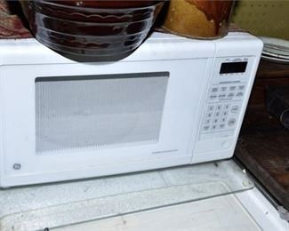 155. GE Countertop Turntable Microwave Oven