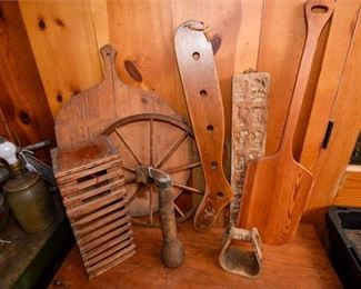 200. Nice Mixed Lot Vintage Wooden Kitchen Farm Utensils