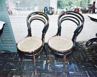 287. Lovely Pair Vintage Antique Bent Wood Art Nouveau Cafe Side Chairs