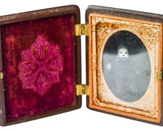 39. Rare Collectible Antique Tintype Image of Baby wGutta Percha Case