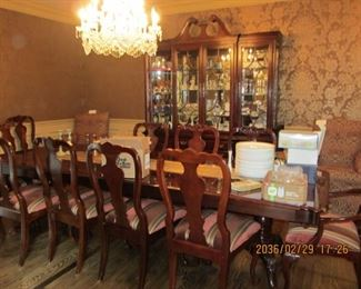 THOMASVILLE DINING ROOM WITH TABLE, LEAVES, 10 CHAIRS,  AND BREAKFRONT