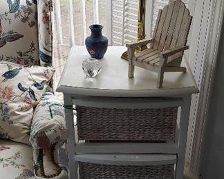 wicker side table, lamp, accessories