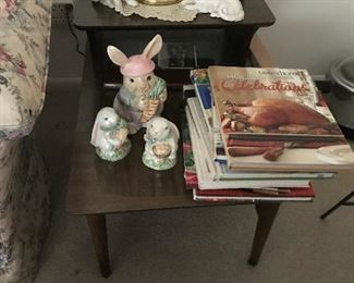 Mid Century Step End Table $ 62.00