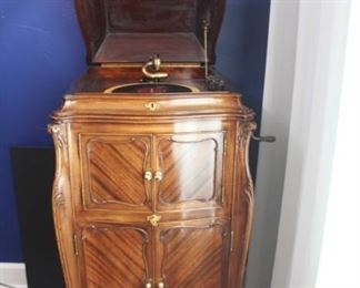 Beautiful 1916 Victrola by Victor Talking Machine Co.  XVIII - and it works! This model was the top of the line back when it was manufactured. Rare.