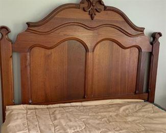 Beautiful Eastlake full size bed