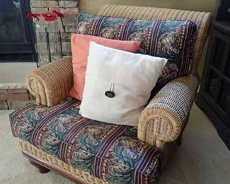 COMFY WICKER & FABRIC SIDE CHAIR