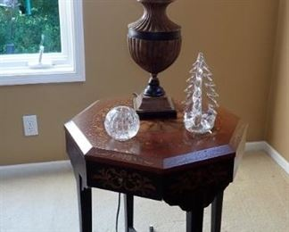 SIDE TABLE / TABLE LAMP
