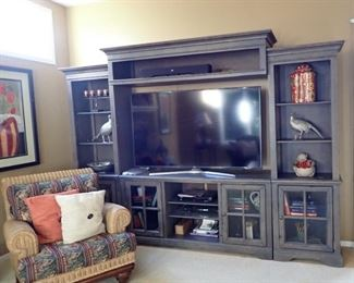 SUPERB ENTERTAINMENT CENTER / COME IN SECTIONS FOR EASY TRANSPORT