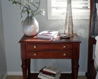 SIDE TABLE WITH DRAWERS / SILVER LAMP / VASE