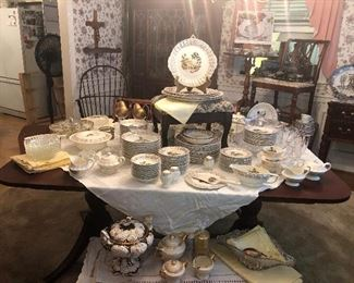 LIMOGES- CHATEAU FRANCE CHINA COLLECTION 12 PLACE SETTINGS + SERVING PIECES