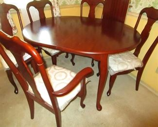 Queen Anne dining room set with leaf and 6 chairs