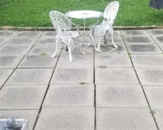 small patio table with 2 chairs to repaint