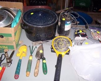 SMALL GARDEN TOOLS AND CANNING KETTLE