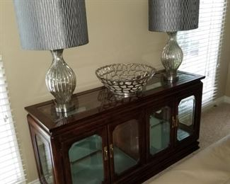 Display cabinet and lamps
