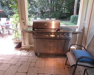 Rialto Bull Grill.   4 burner, 2 stove top burners, 2 searing units, base and cover.   Original price $3500.00