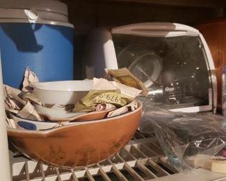 Pyrex, cooler, kitchen appliances