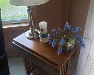 Drop leaf end table mission style, decor, lamp