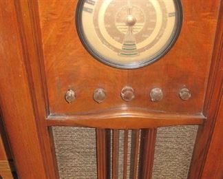 Very clean vintage floor model radio. Warms and lights up but no reception. Includes extra tubes.