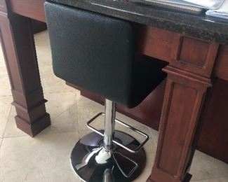 Pair of hydrolic bar stools