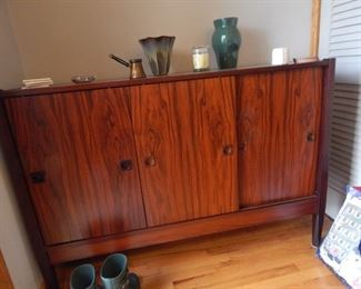 A beautiful sideboard for the dining room. Mid century and lots of quality!