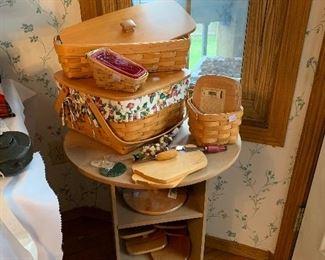 Longaberger bread basket, pie basket with riser