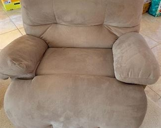 This oversized rocker/recliner is like HEAVEN!  There is no wear, tears or stains!  It's in Excellent condition!
