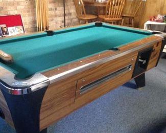 Budweiser pool table lamp; Dynamo pool table