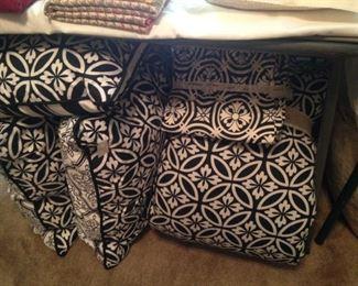 More black & white bedding