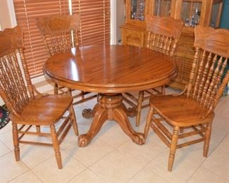 oak dining room table & 6 chairs (leaf and 2 chairs not shown)