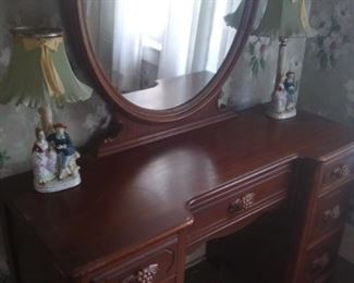 Matching Dresser and Mirror - Occupied Lamps
