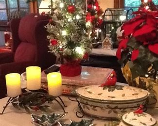 This is a beautiful table top flocked tree with cardinals that would great just about anywhere.