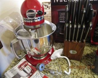 Kitchen Aid Mixer with accessories, etc.. Kitchen Full of Like New items... SPOTLESS CLEAN, BRAND NAMES.   WOW.... THIS IS THE NUMBER 1 CLEANEST HOME, KITCHEN OF THIS YEARS SALES... SPOTLESS.........
