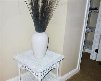 White wicker & iron table