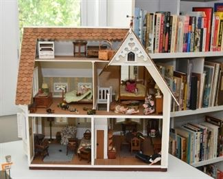 Victorian Queen Anne House Model / Miniature / Doll House / Dollhouse