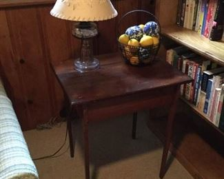 Wood End Table with Lamp and Wire Basket Decor https://ctbids.com/#!/description/share/228202