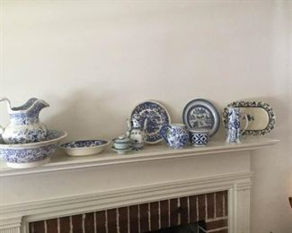 Collection of blue and white china pieces https://ctbids.com/#!/description/share/231016
