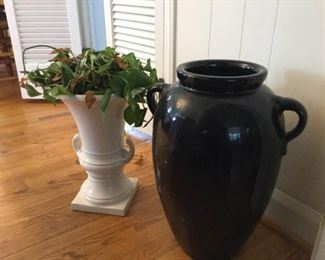 Two ceramic urns https://ctbids.com/#!/description/share/231003