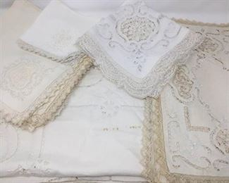 Vintage table linens ( 30 pieces) https://ctbids.com/#!/description/share/230997