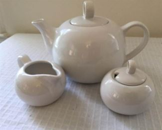 Vintage Westwood White Teapot Set https://ctbids.com/#!/description/share/230979
