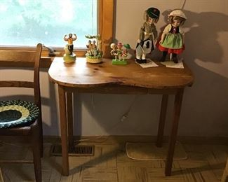 Vintage Vanity Table and Shirley Temple Dolls