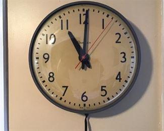 Working Electric Simplex Clock