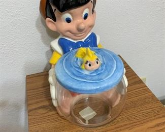 The bowl isn't attached to Pinocchio, so you can remove it to serve.