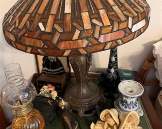 I love all the different styles of lamps in this sale.