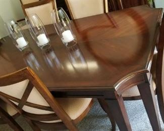 Gorgeous Lane Dining  room table with 8 chairs and excellent condition also has 2 leaves. Purchase today for $375